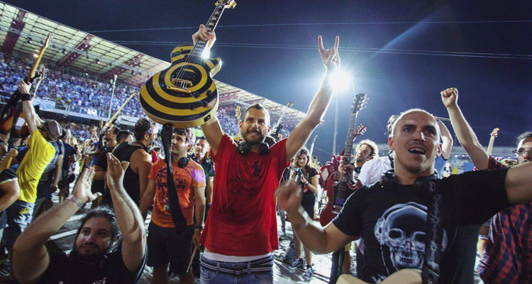 "1.200 músicos tocaron al mismo tiempo  ""Smells Like Teen Spirit"" deNirvana."